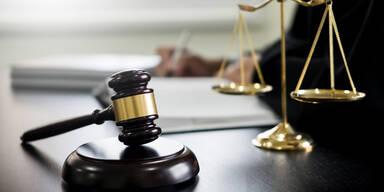 Teilbedingte Haftstrafen für vier Staatsverweigerer