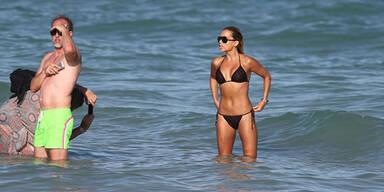 Sylvie Meis relaxt im sexy Bikini