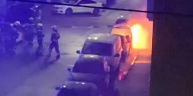 Drei Autos in Flammen war Brandanschlag