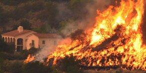 Brände in Kalifornien: Feuerwehrmann tot