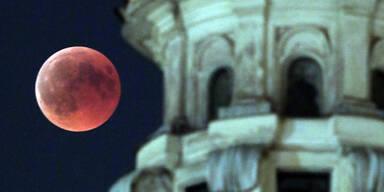 Der Blutmond über Rom