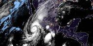Hurrikan 'Willa' dicht vor mexikanischer Küste