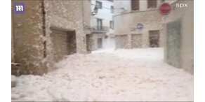 Spanische Stadt versinkt im Schaum