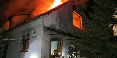 69-Jährige im Rollstuhl aus brennendem Haus gerettet