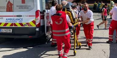 Pkw fuhr in Almabtriebsgruppe - mehrere Verletzte in Tirol