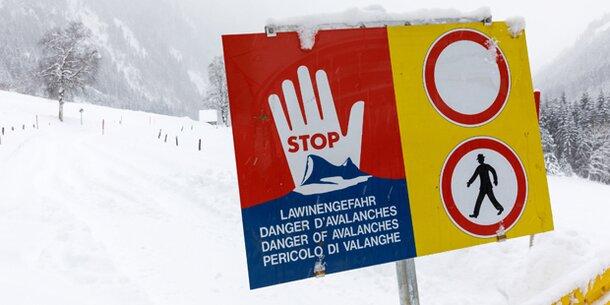 Todeslawinen bedrohen Dörfer in ganz Österreich