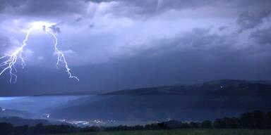 Blitze Unwetter Niederösterreich Österreich Gewitter