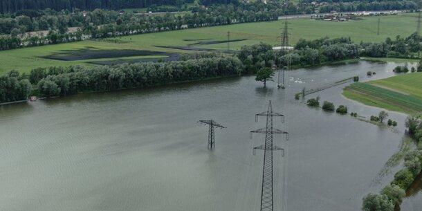 Inn-Hochwasser: Radfahrer stürzte in Ötztaler Ache - verschollen
