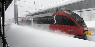 Zug ÖBB Schnee
