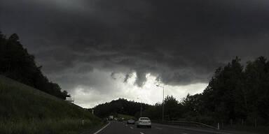 Unwetterfront über Wien