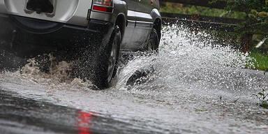 Überflutete Straße Regen Unwetter
