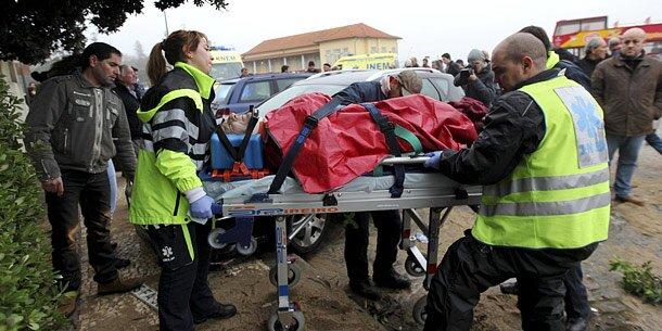 Riesenwelle riss Familie ins Meer: Drei Vermisste
