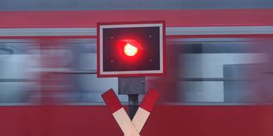 Pkw von Zug erfasst: Zwei Tote im Burgenland