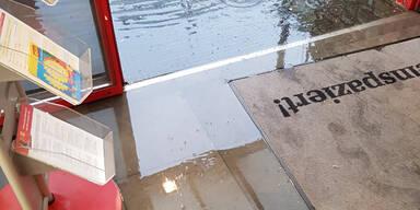 Billa Eingang überflutet
