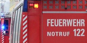 Waldbrand fordert Feuerwehren in NÖ