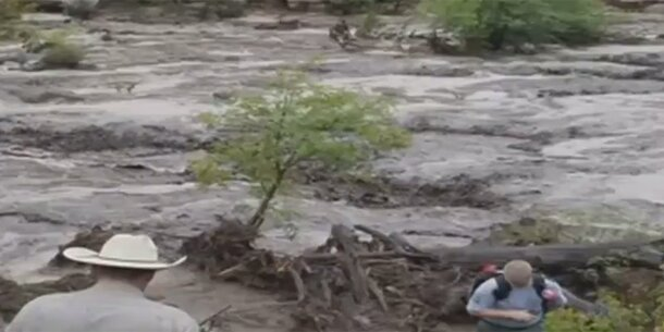 Sturzflut überrascht Familie: Mehrere Tote