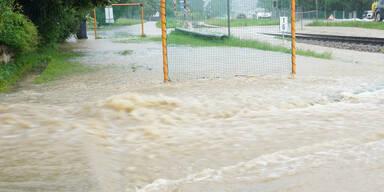 Sintflutregen: Jetzt droht Hochwasser!