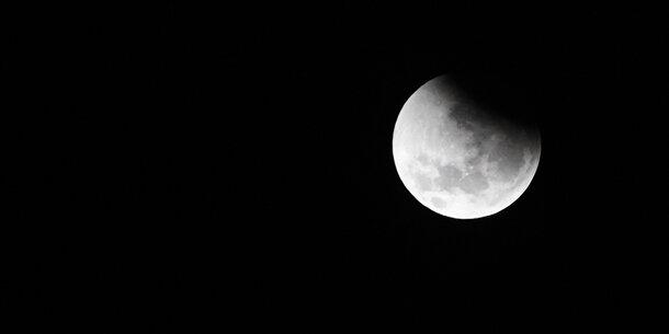 Totale Finsternis: Jetzt 'verschwindet' der Mond