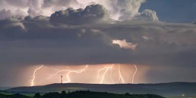 Blitze und Gewitter