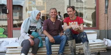 Ayse Karaaslan (l) Salih Karaaslan (m) Alexander Eisenmann (r) Held von Hallein .jpg