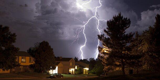 Die Luft in Blitzen wird bis zu 30.000 Grad heiß