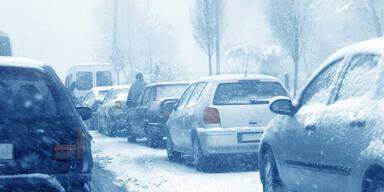 Auto Stau Schnee