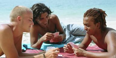 Kartenspielen am Strand.jpg