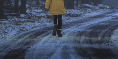 Kind Kälte kalt Schnee
