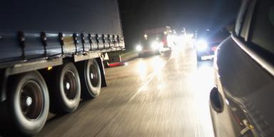 Geisterfahrer baut Massen-Crash: Stau-Alarm auf A9