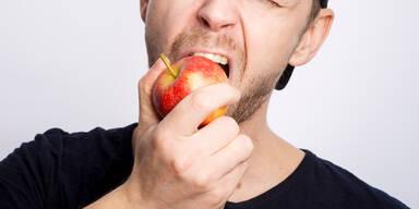 Apfel beißen