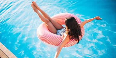 Sommer Hitze Freibad Pool Swimmingpool Luftmatratze