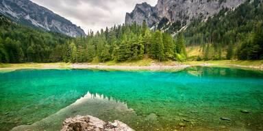 Grüner See und Berge