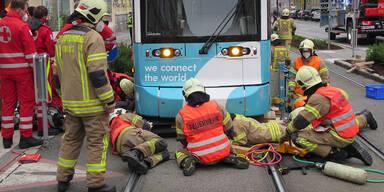 Radfahrer nach Straßenbahn-Kollision schwer verletzt