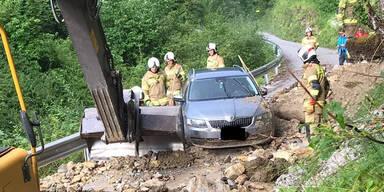 Unwetter: Auto in Salzburg von Mure erfasst