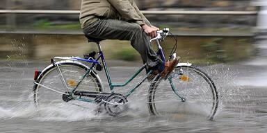 Regen Unwetter Überschwemmungen Fahrrad