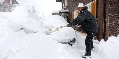 Auto Schnee Arlberg