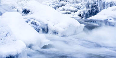 Winter Bach Eis