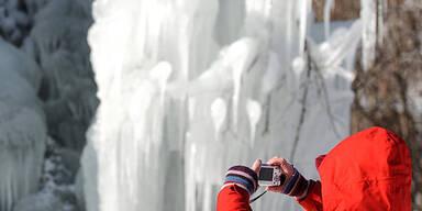 Riesige Eiszapfen in Todtnau (Deutschland)