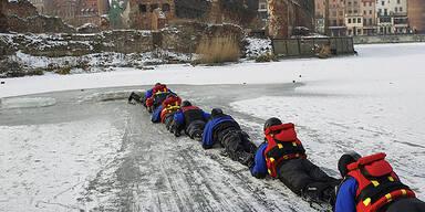 Wasserpolizei-Übung in Danzig (Polen)
