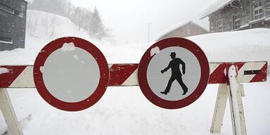Schneemassen führen zu Verkehrschaos in Kärnten