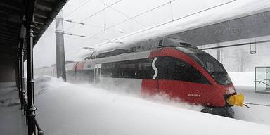 Bahnhof ÖBB Winter Schnee