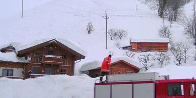 Maria Alm: Lawine begräbt Wohnhaus unter 3 Meter Schnee