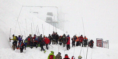 Lawine begräbt Zufahrt zu Alpenhotel St. Christoph unter sich