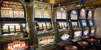 Razzia gegen illegales Glücksspiel: 177 Automaten beschlagnahmt