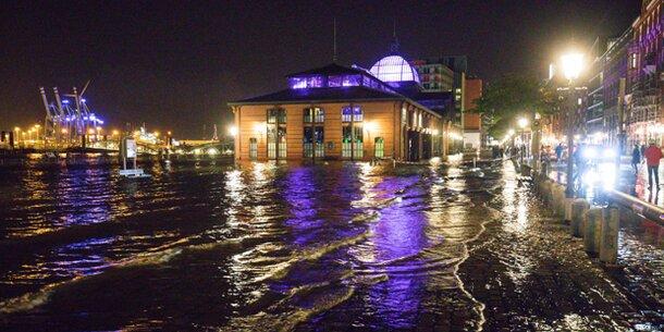 Orkan über Deutschland: Zwei Tote