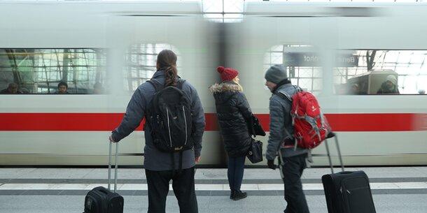 "Sturm ""Xavier"": Bahnstrecke Hamburg-Berlin bis Montag gesperrt"