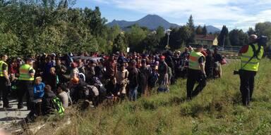 Kopie von Flüchtlinge zu Fuß