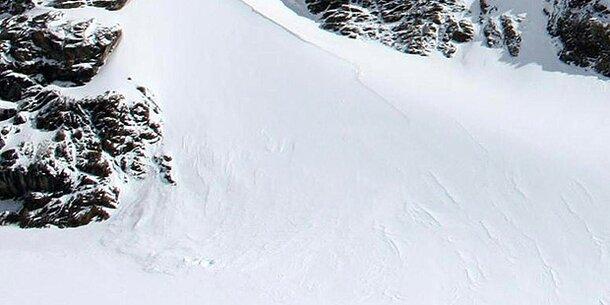 Lawine reißt Skifahrerin 250 Meter mit