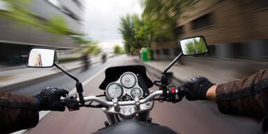 Ehepaar mit Motorrad am Josefsberg verunglückt