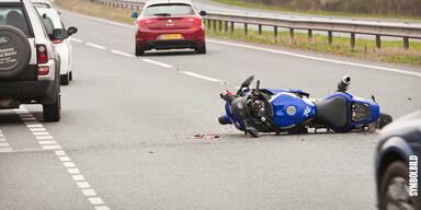 Fahrer lebensgefährlich verletzt: Schwerer Motorradunfall in der Steiermark
